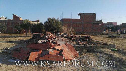 السلطات تهدم منازل البناء العشوائي بأولاد احميد وسط مقاومة السكان و إصابة سيدة بكسور