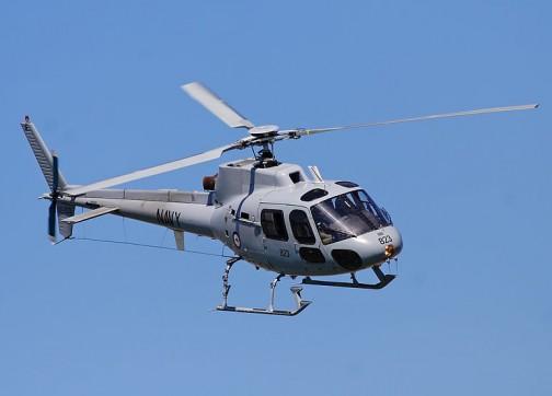طائرة هيليكوبتر و ستة من عناصر البسيج ينقلون أحد المتورطين بكوكايين الداخلة من العرائش