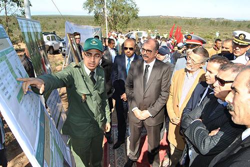 عامل إقليم العرائش يعطى انطلاق عملية غرس 77152 شجيرة بالإقليم