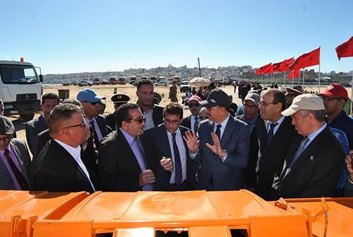 عامل الإقليم يعطي انطلاقة حملة تنظيف شاطئ راس الرمل