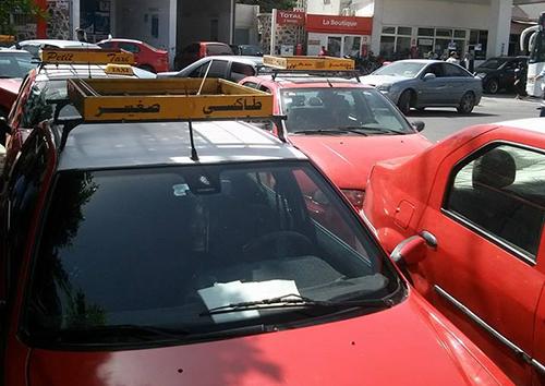 سرقة مداخيل سيارة أجرة و هواتف تحت التهديد بالسلاح الأبيض