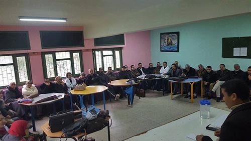 أساتذة ثانوية أحمد الراشدي يحتجون ضد تصرفات رئيس جمعية الآباء