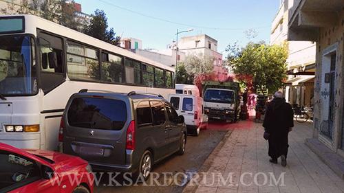 من يفرض على شاحنات توزيع السلع احترام قانون السير ؟