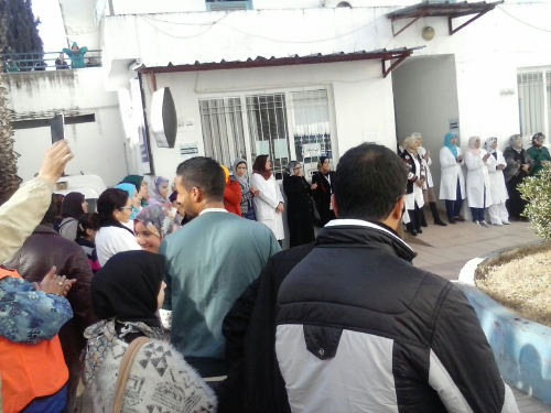 للمرة الثانية .. العاملون بالمستشفى المدني يخوضون وقفة احتجاجية للمطالبة بالأمن