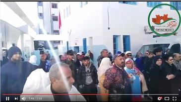 احتجاج العاملين بالمستشفى