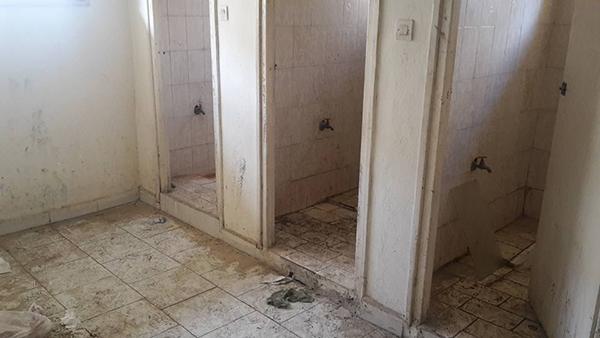 مراحيض قاعة العروض بالمقاطعة الثالثة المرينة !