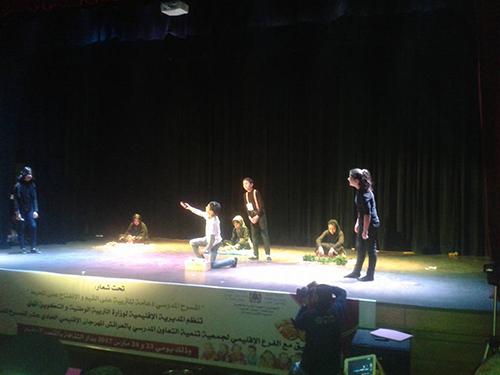 مهرجان المسرح: عروض مسرحية جميلة ماعدا صورة الأستاذ!!