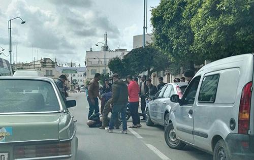 بسبب السرعة المفرطة .. دراجة نارية تدهس شخصا بالقرب من مقهى الأندلس