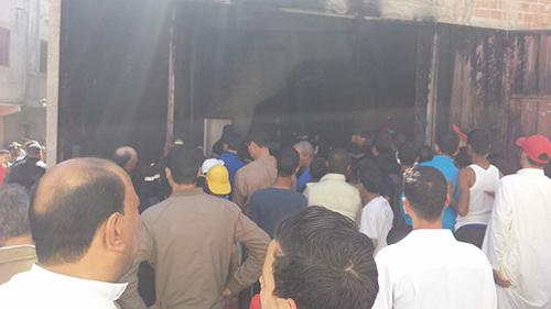 أولاد احميد: حريق بمحل للأفرشة يفجر احتجاجات على رجال الإطفاء