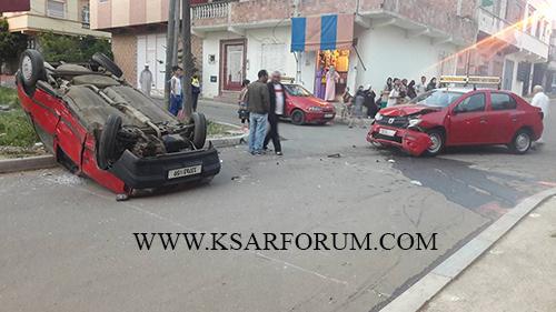 القصر الكبير : السرعة المفرطة  و عدم احترام القانون يتسببان في حادثة سير بين سيارتي أجرة
