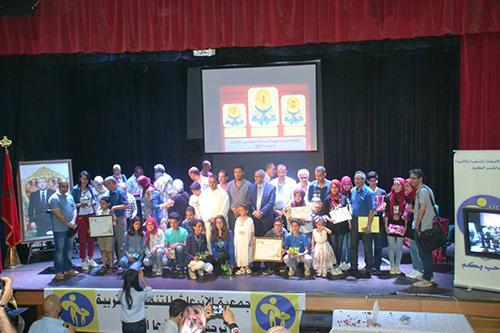 إعدادية علال بن عبد الله تتوج بلقب المسابقة الثقافية 19 لجمعية الإنبعاث