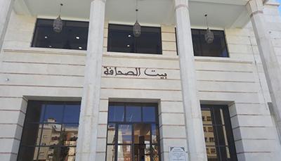 سلطات طنجة تعتقل رئيس بيت الصحافة ومديرة مركز بوكماخ