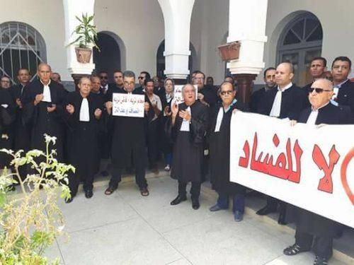 المحامون ينتفضون ضد المسؤول القضائي بمحكمة قضاء الأسرة بالقصر الكبير