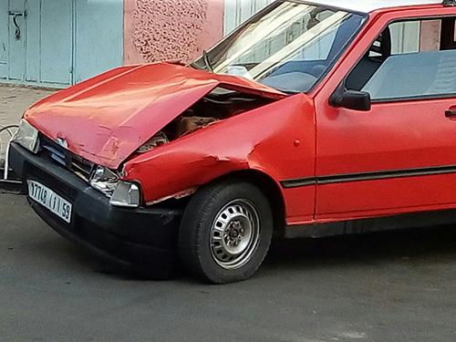 طريق تطفت : سيارة على متنها أشخاص في حالة غير طبيعية تصدم سيارتي أجرة