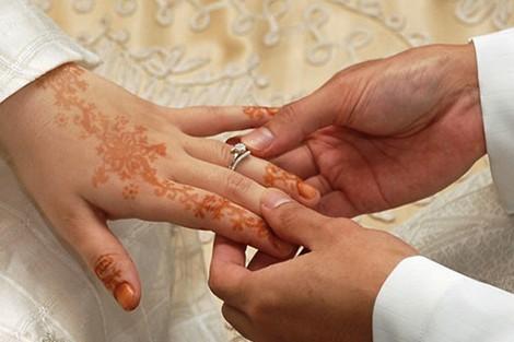 """ألقي عليه القبض .. قصراوي مقيم بالسعودية يتزوج ثلاث نساء بعقود ووثائق """"مزورة"""""""