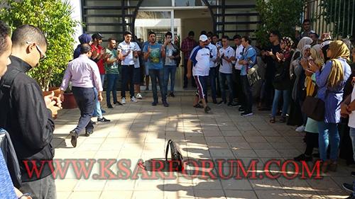 طلبة يحتجون على غلاء تذاكر الحافلات الرابطة بين القصر الكبير و كلية العرائش ـ فيديو ـ