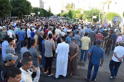 جنازة الحاج النالي تتحول إلى مسيرة غضب ضد الإجرام بالمدينة