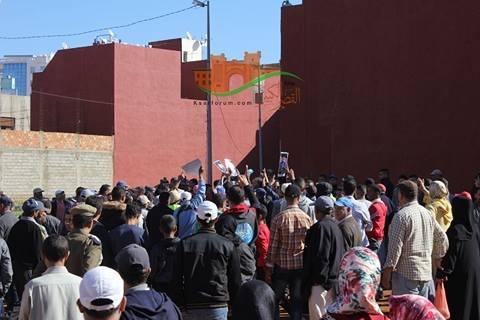 العرائش : تجار جمعية الكرامة يحتجون ويحاولون اعتراض موكب عامل الإقليم