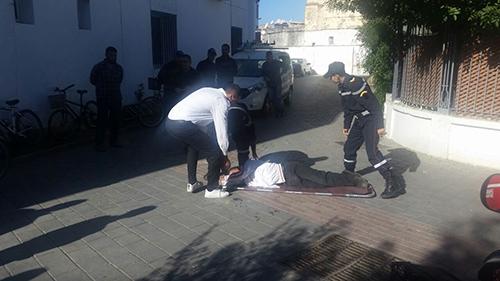 القصر الكبير : الاعتداء على موظف بدار الضو و الشرطة تعتقل المتهم ـ فيديو ـ