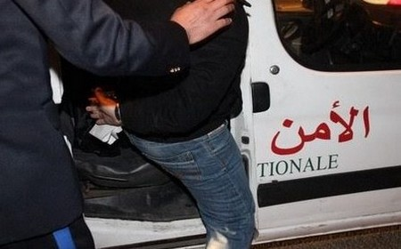 بسبب فيديوهات ذات محتوي جنسي .. أمن طنجة يعتقل شابا إبتز جنسيا صديقته المنحدرة من القصر الكبير