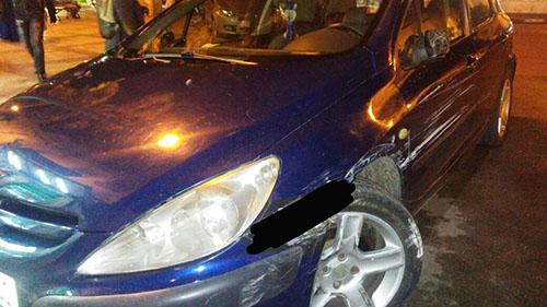 خطير:  قبل فرارها.. سيارة تصدم شرطيا تخلف خسائر مادية في سيارة أخرى