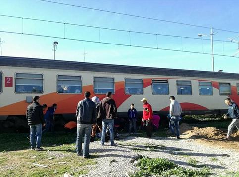 القطار يصدم رجلين قريبا من المنشأة الفنية ( النفق)