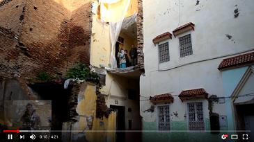 عائلة تقطن منزلا آيلا للسقوط بحي النيارين
