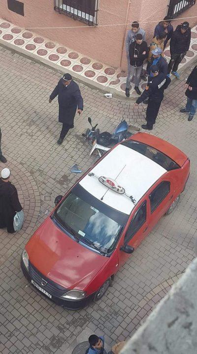 حي الاندلس: اصطدام سيارة اجرة بدراجة نارية