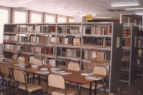 متى سينتبه المسؤولون بإقليم العرائش إلى دور المكتبات المدرسية  بإعداديات وثانويات العالم القروي في تشجيع التمدرس؟