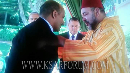 """الملك يوشح المعلم """" حميد القصري """""""