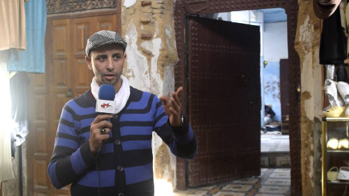 صانع يكشف بالفيديو خروقات ترميم حي الديوان