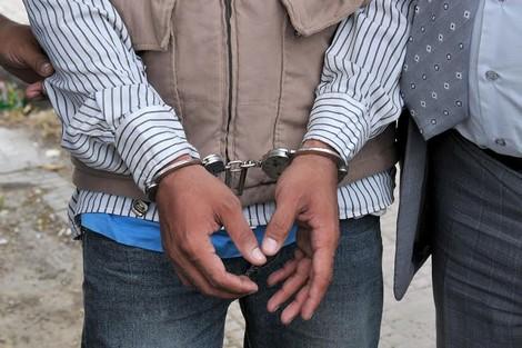 """الأمن يوقف """"ولد الرويمي"""" وشريكه بمدينة العرائش"""