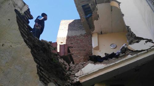انهيار منزل بالنيارين .. قاطن المنزل أبلغ السلطات قبل شهرين دون أن تحرك ساكنا