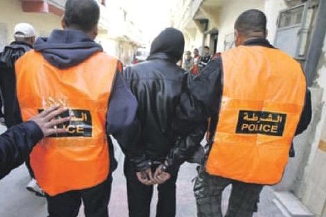 فرقة أمنية من العرائش تعتقل مدير مدرسة للحلاقة بالقصر الكبير
