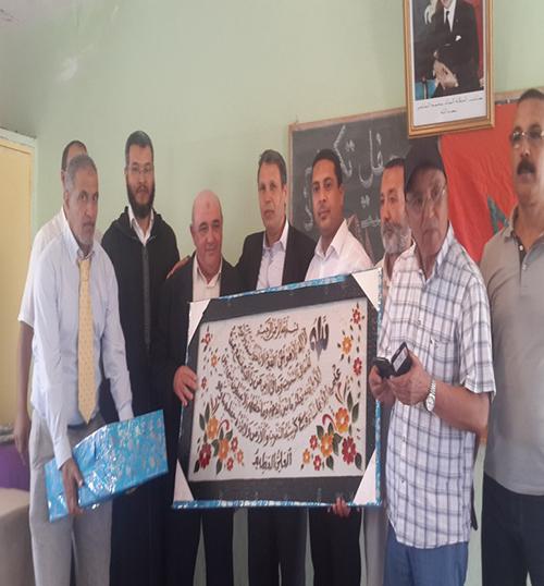 للوفاء لأهل العطاء العاملون بمجموعة مدارس الهياطة يكرمون مديرهم المتقاعد حسن الزوهري