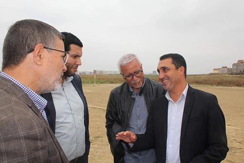 مدير الإدارة التقنية الوطنية للجامعة الملكية المغربية لكرة القدم ناصر لاركيت يحل بمدينة القصر الكبير لإنشاء مدرسة جهوية لكرة القدم