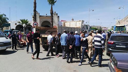 السلطات المحلية بالقصر الكبير تواصل حملتها لتحرير الملك العام وسط المدينة