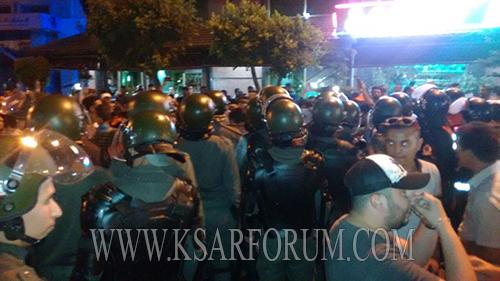 """عاجل : الشرطة تفرق وقفة """" الحراك الشعبي """" و تلاحق المتظاهرين عبر شوارع المدينة"""