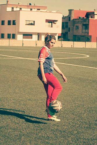 كرة القدم النسوية : القصرية مريم الزبير توقع لجوهرة العرائش