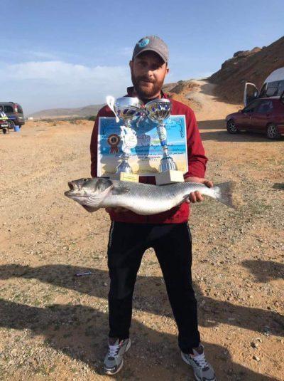 القصر للصيد بالقصبة في مسابقة بشاطىء سيدي عبد الرحيم