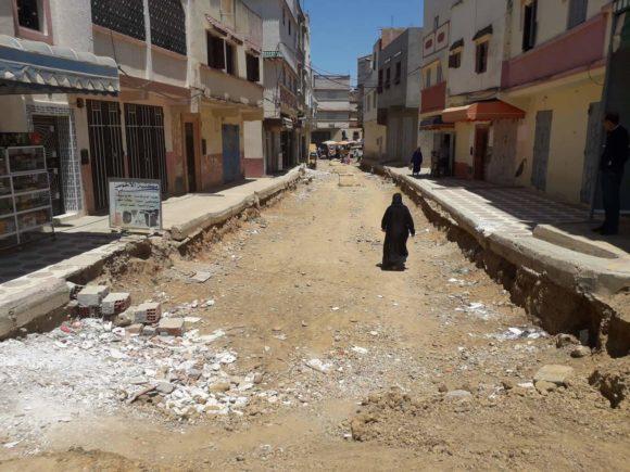 توقف الأشغال بشوارع تقع بحي السلام يثير سخط الساكنة !!