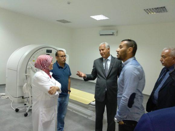 البروفيسور مصطفى العزوزي في زيارة للمستشفى الجديد