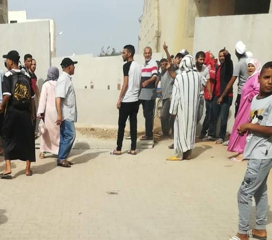 اعزيب الرفاعي : احتجاج على وضع اسوار إسمنتية !!
