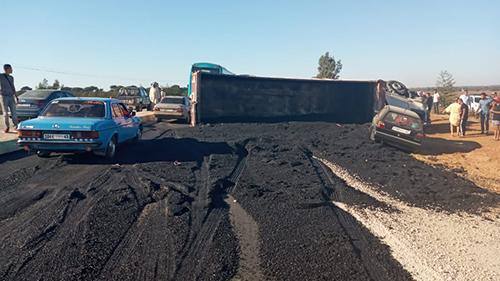 إصابات بشرية و خسائر مادية في انقلات شاحنة بالقرب من العرائش