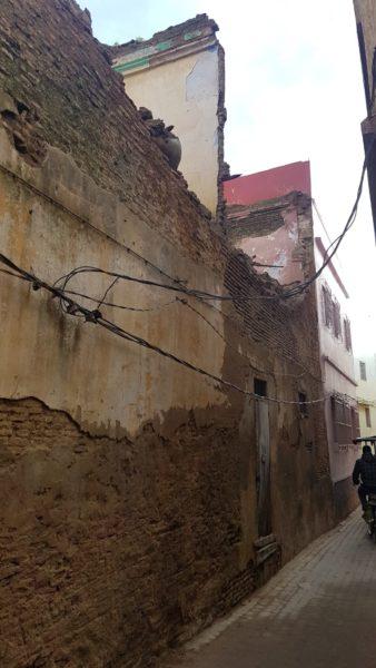 مباني تشكل تهديدا لحياة المواطنين قريبا من الزاوية التيجانية وطريق الكشاشرة