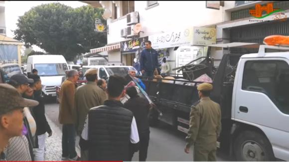 السلطات تباشر حملة لتحرير الملك العمومي وسط المدينة