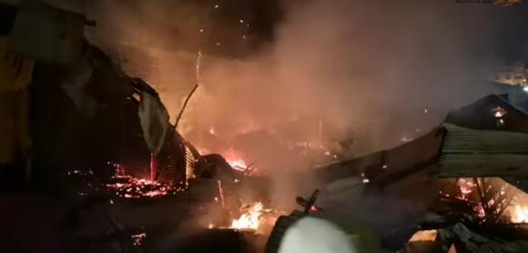 النيران تأتي على خمسين في المائة من براريك سوق الفجر