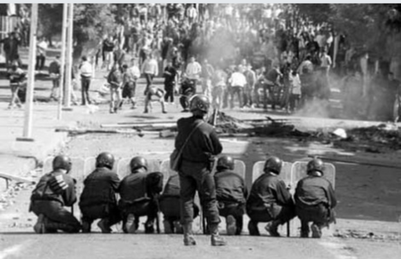 """عندما واجهَ الحسن الثاني """"الأوباش"""" في الشمال بالدّبابات والاعتقالات"""