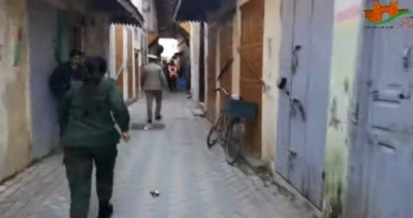 مطاردة مثيرة بين شوارع وأزقة المدينة للافراد بدون مأوى