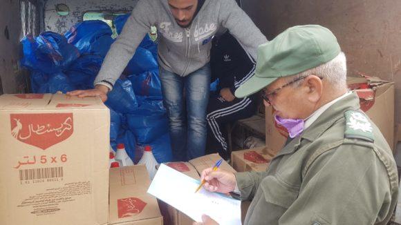السلطة المحلية تشرف على توزيع مساعدات غذائية بجماعة اقصر ابجير